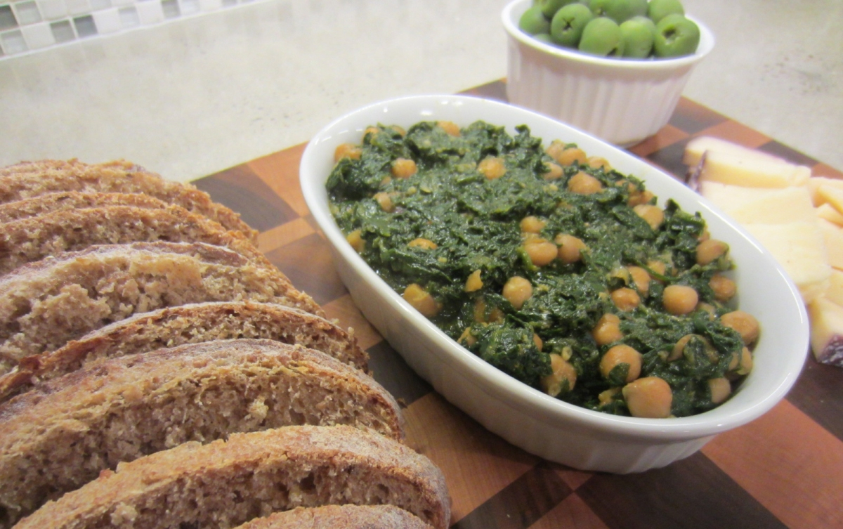 RECIPE: Spinach with Chickpeas Tapa | BOARDING PASS