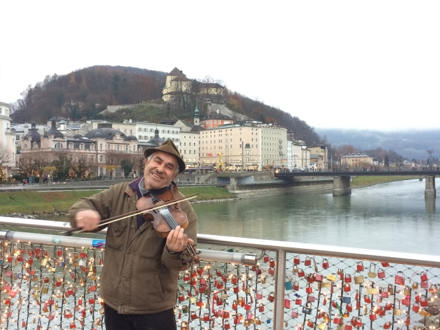 This violin player on Staatsbrücke melted my heart!
