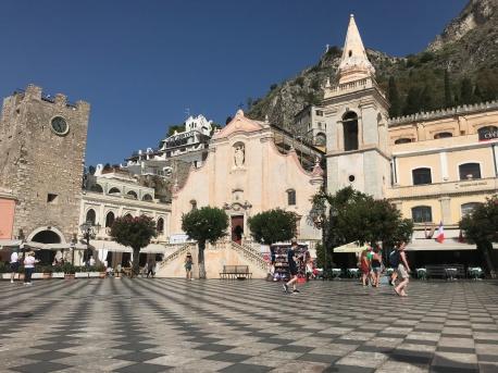 Piazza IX Aprile in Taormina