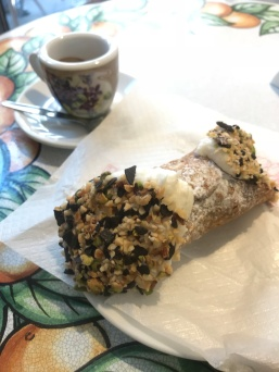 Cannolo e cafe